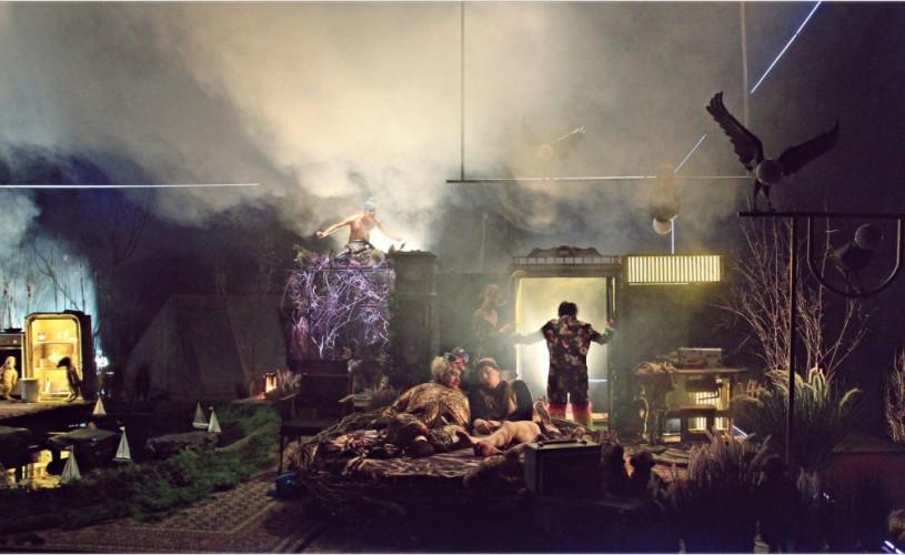 """Spectacolul """"Casa cu suricate"""" (regia Radu Afrim) vine la Teatrul Național București"""
