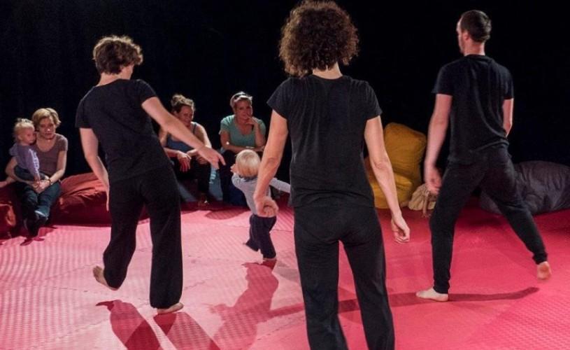 Bebelușii au program de joacă la Teatrul Gong