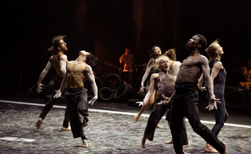 EUROPALIA ROMÂNIA – Spectacolul de dans contemporan  TRACES, sold-out la Bruxelles, vine la Bucureşti