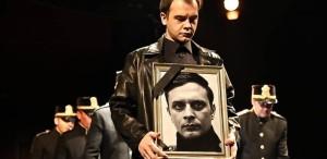 """5 motive să vezi un spectacol de 5 stele: """"Hamlet"""""""