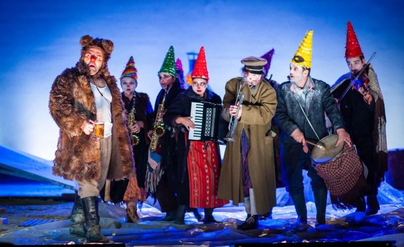 """""""D'ale carnavalului"""" și """"Felii"""", primele spectacole transmise online de Teatrul Național din Sibiu"""