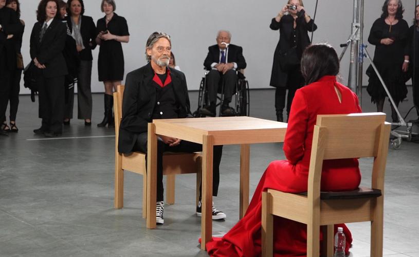 Povestea de viață a lui Ulay, artistul care și-a transformat dragostea în artă