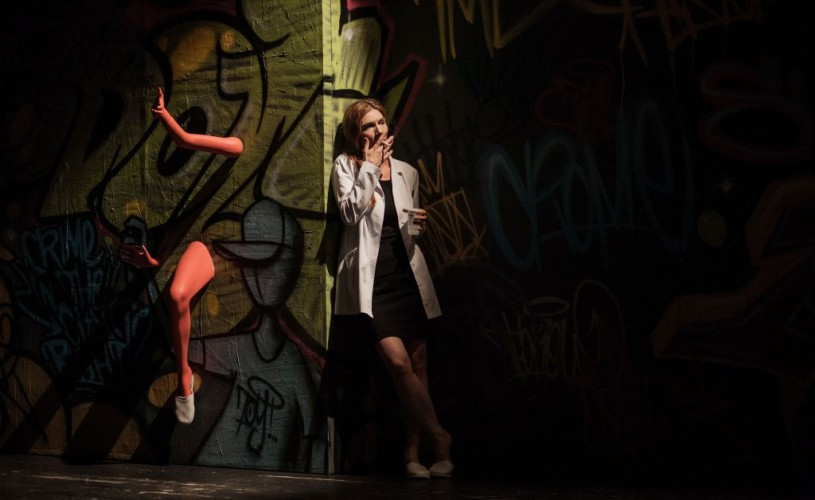 """""""În trafic"""", Piesa anului 2013, online – o actriță, șase personaje, tot atâtea situații de viață"""
