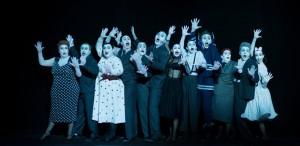 RINOCERII de Eugène Ionesco, un spectacol de Robert Willson, online, în TEATROTECA TNC