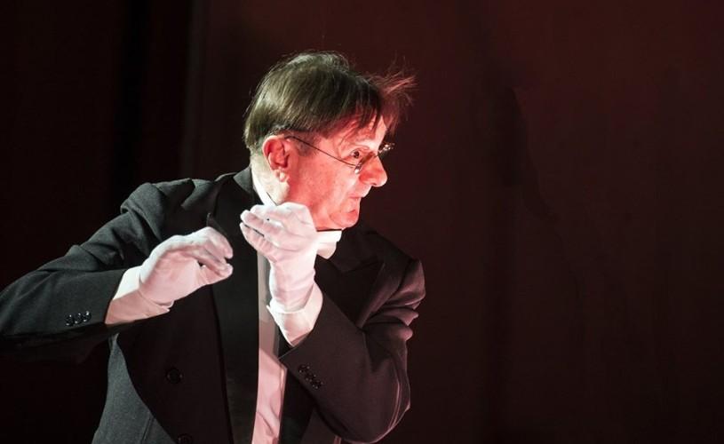 Radu Gheorghe… un june prim cam timid, în comedia Grăbeşte-te încet!