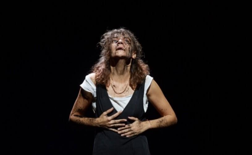 Bulandra / Antigona: Un spectacol-forță despre măștile omului și ce e în spatele lor