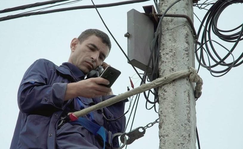 """""""Așteptați răspunsul operatorului"""". Conectați la lume ★★★★"""