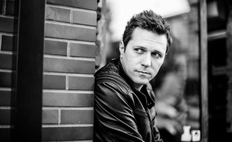 Dan Byron lansează Long Story Short – un EP înregistrat acasă ce rezonează cu vremurile pe care le trăim