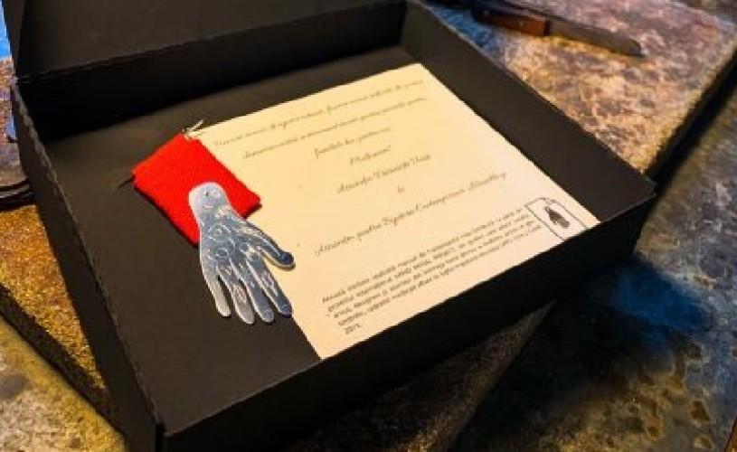 Artiștii bijutieri din România răsplătesc eforturile cadrelor medicale din prima linie cu o medalie de onoare
