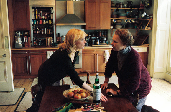Cate Blanchett, Judi Dench în Notes on a Scandal