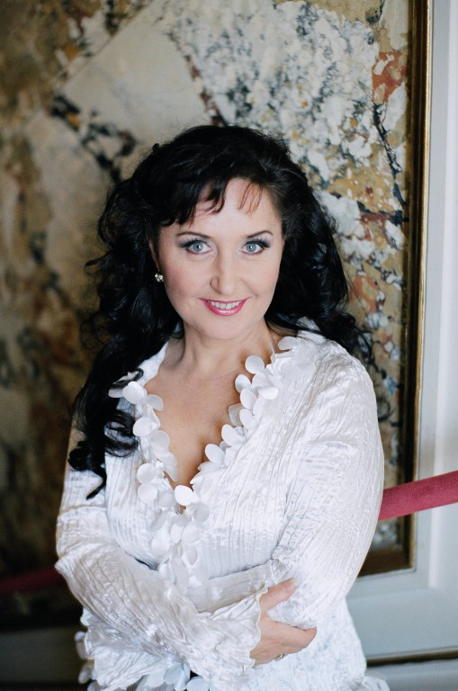Elena Mosuc
