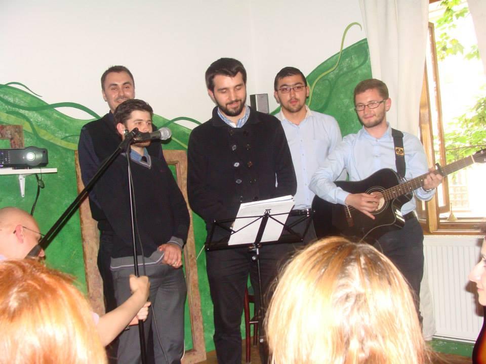 """Grupul Vocal """"Sfântul Ștefan cel Mare, al Studenților Teologi"""" a interpretat câteva melodii foarte frumoase."""
