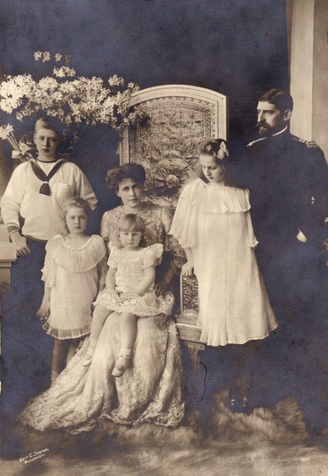 Principele Ferdinand, Principesa Maria și copiii Carol, Elisabeta, Maria și Ileana, 1913