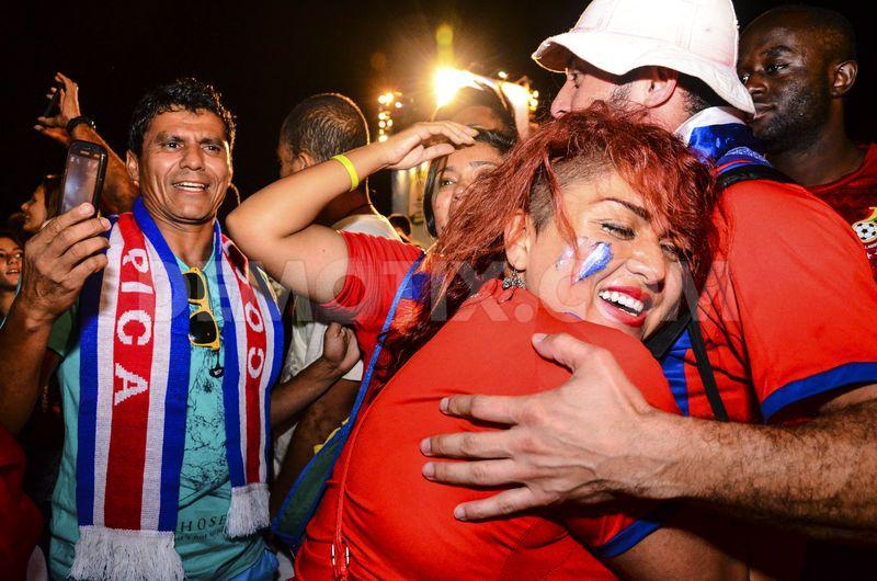 Suporterii Costa Ricăi sărbătorind calificarea în sferturi
