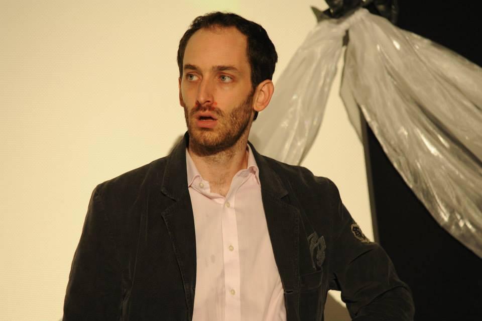 Tudor Aaron Istodor în spectacolul Testosteron, foto Cătălina Flămânzeanu