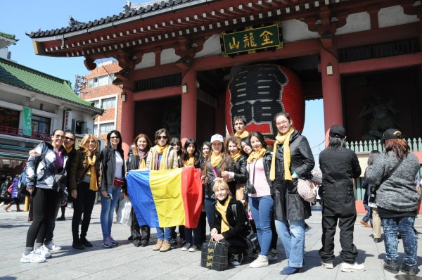 grupul CSRJ la Asakusa, Japonia