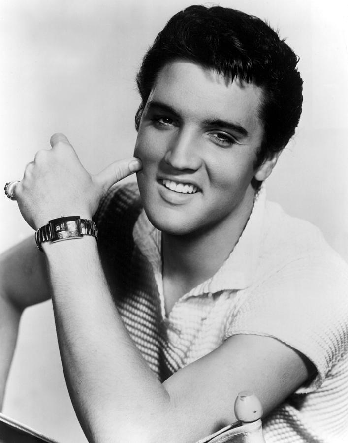 Doar Elvis şi Beatles depăşesc performanţa stabilită de Kate Bush.