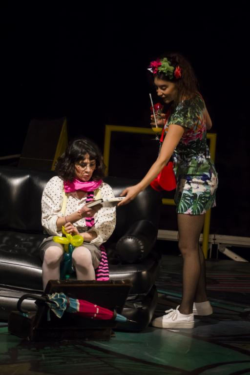 """Nicoleta Lefter în """"Viză de clown"""" , foto Teatrul Odeon"""