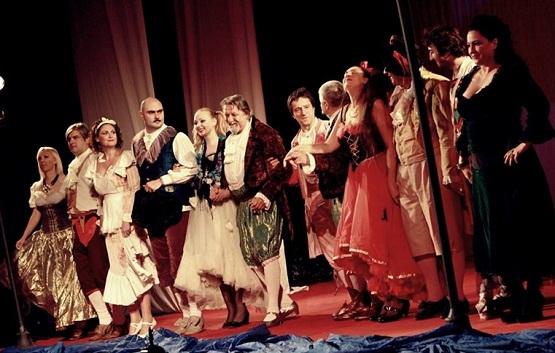 """""""Mincinosul"""" / Teatrul de Comedie, Sala Radu Beligan:"""