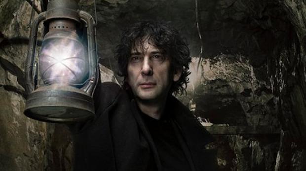 Neil Gaiman, autor britanic de povestiri și romane science fiction și fantasy, romane ilustrate, BD, teatru radiofonic și film