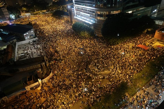 Studenţii protestează la Hong Kong cerând Chinei instaurarea votului universal.