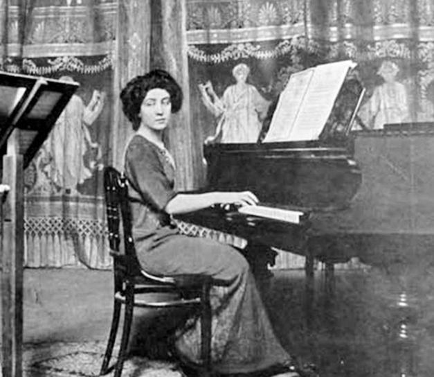 Cella Delavrancea (1887-1991) a fost o prietenă apropiată a dramaturgului