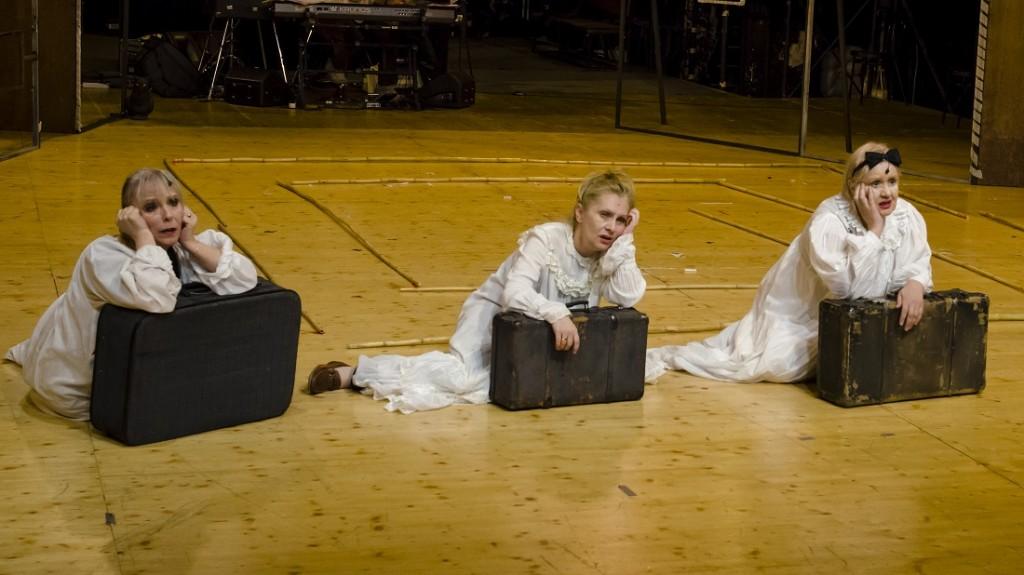 Mirela Gorea in Omul cel bun din Seciuan, la Teatrul Bulandra, poza Catalin Agopian