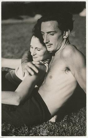 Salvador Dali şi soţia sa, Gala, în 1933