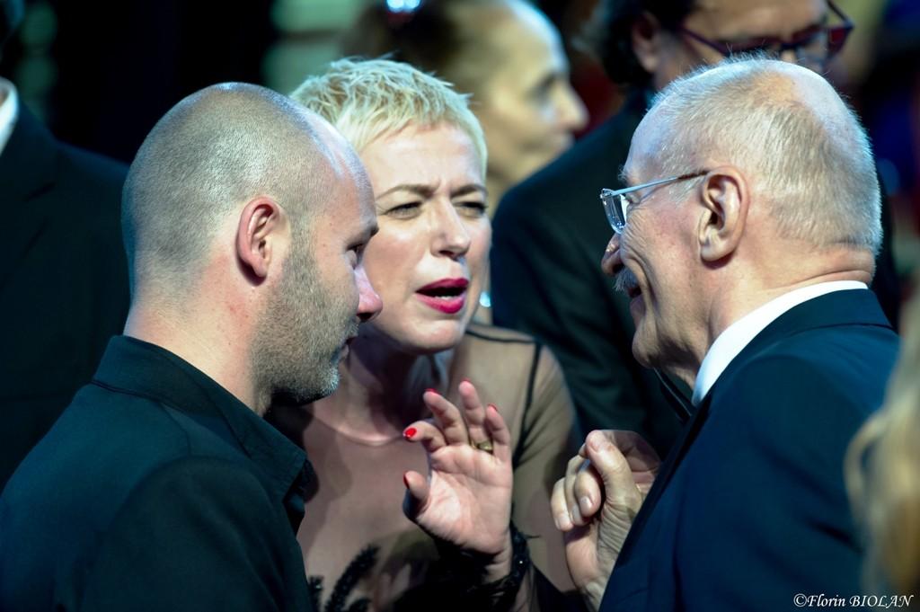 Într-o discuţie cu actorii Sorin Leoveanu şi Victor Rebengiuc, la Gala Premiilor UNITER 2015. Foto: Florin Biolan