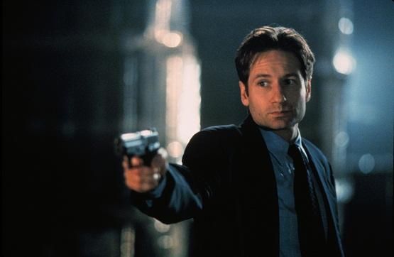 David Duchovny, în rolul lui Fox Mulder din celebrul serial The X-Files