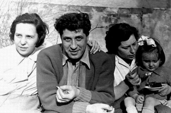 Lygia si Gellu Naum cu sora Eta si nepoata Sanda 1956 - 1957