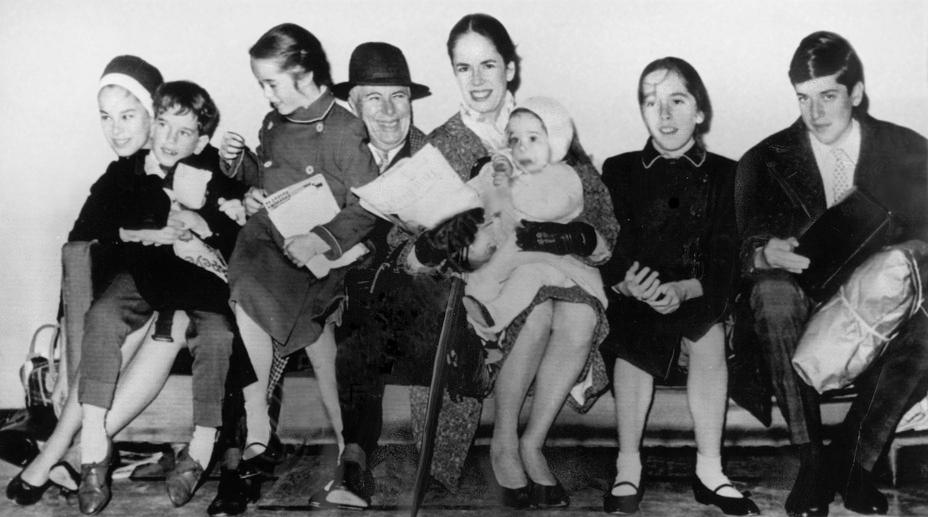 Charlie Chaplin si familia sa, in 1961