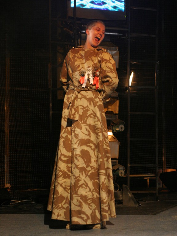 Femeile din Trahis (2) Reg.A Hausvater_ costume Mc RANIN