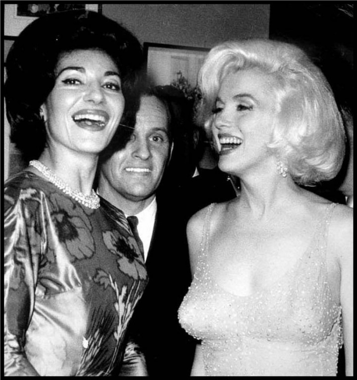 Alături de Marilyn Monroe